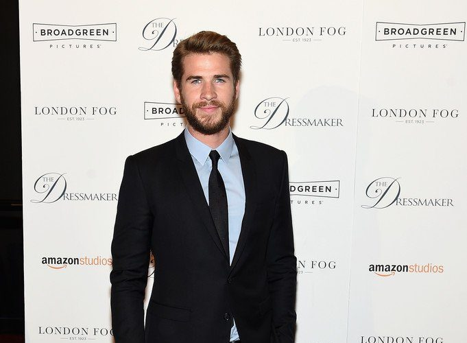 liam-hemsworth-in-dolce-and-gabbana-at-the-dressmaker-new-screening