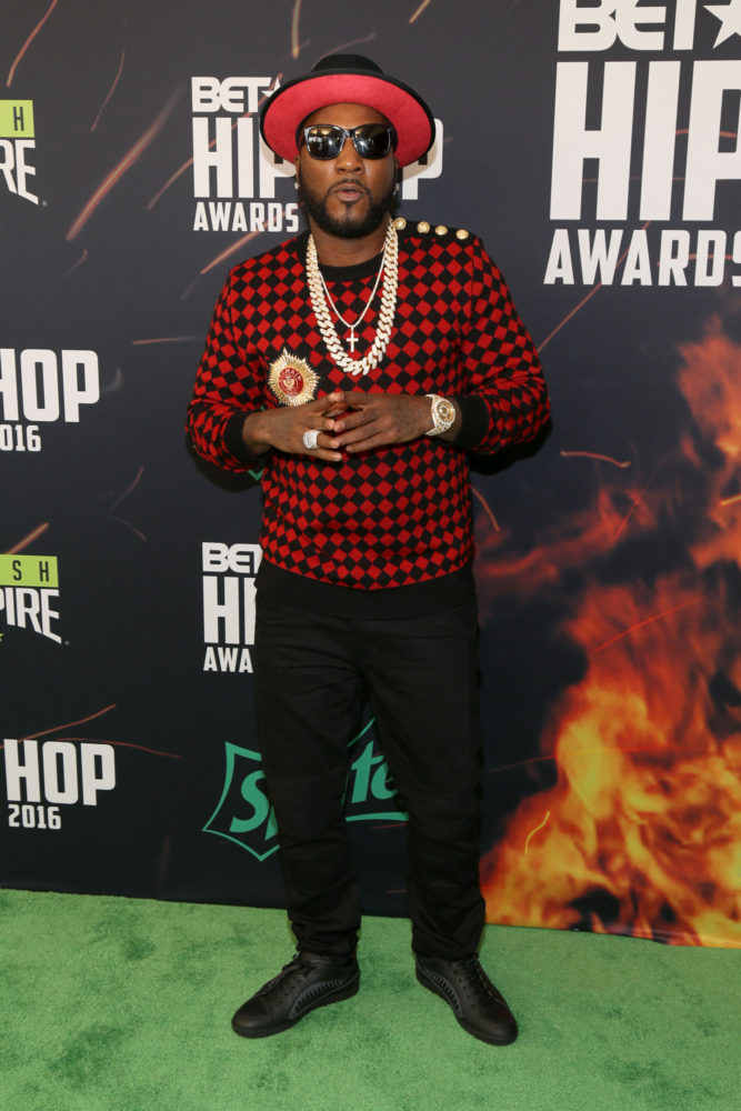 oung-jeezy-rocks-balmain-sweater-and-keith-and-james-hat-at-bet-hip-hop-awards