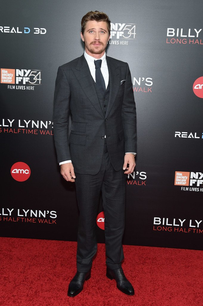 garrett-hedlund-in-tom-ford-at-billy-lynn-new-york-film-festival-premiere