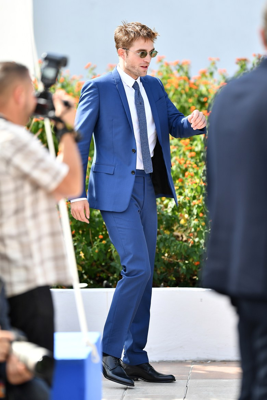 holding-robert-pattinson-celebrity-style