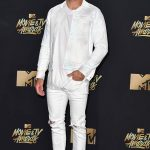 Zac Efron   attends MTV Movie & TV Awards 2017