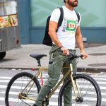 Justin Theroux  In  Gucci T-Shirt – Riding Bike