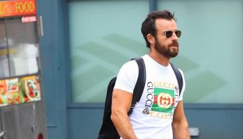 Justin-Theroux-Gucci-tee-bicycle