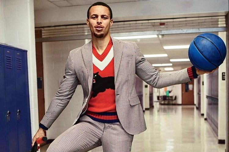 Stephen-Curry-Dsquared2-suit-Gucci-V-neck-sweater