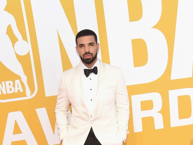 The-NBA-Awards-featuring-Drake-in-Tom-Ford-Naomi-Campbell-in-Elie-Saab-Jada-Pinkett-Smith-in-Sophie-Theallet-Drake2017NBAAwardsLiveTNTArrivals7XJuq05j2Cgx-664×1000 (2)