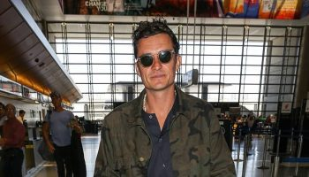 Orlando-Bloom-Louis-Vuitton-Supreme-jacket-Air-Jordan-sneakers