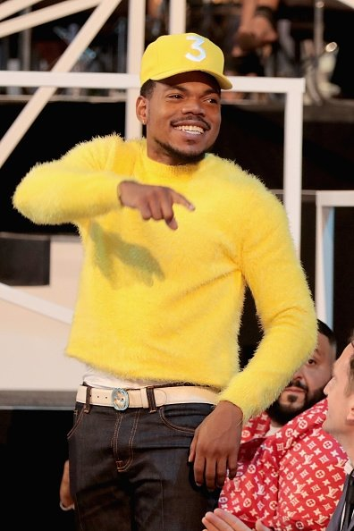 55-minutes-ago-more-chance-the-rapper-wore-a-yellow-kenzo-spring-2018-menswear-sweater-to-the-2017-mtv-video-music-awards-vmas