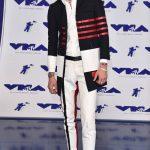 Machine Gun Kelly  In Thom Browne – 2017 MTV Video Music Awards
