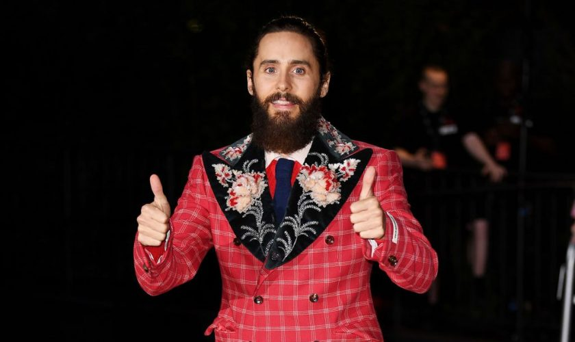 jared-leto-in-gucci-2017-gq-awards