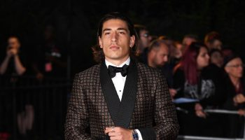 hector-bellerin-in-alexander-mcqueen-2017-gq-awards