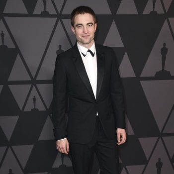 robert-pattinson-in-dior-homme-2017-academy-of-motion-picture-arts-and-sciences-governors-awards