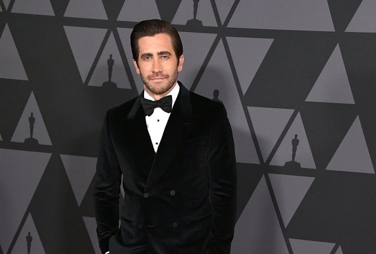 jake-gyllenhaal-in-gucci-2017-academy-of-motion-picture-arts-and-sciences-governors-awards