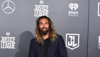 jason-momoa-in-valentino-justiceleague-la-premiere