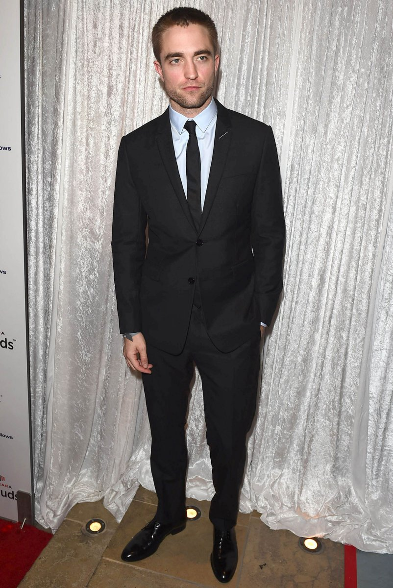 robert-pattinson-in-dior-homme-inaugural-fundraising-gala-for-the-fred-hollows-foundation-in-la