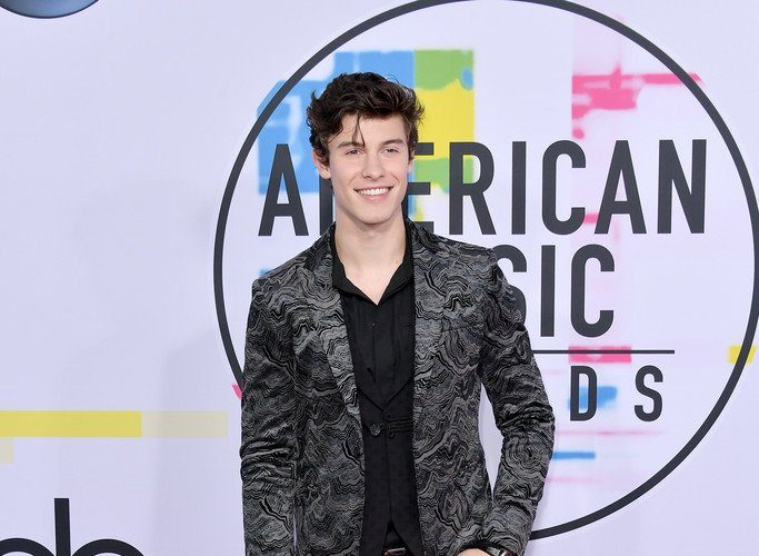 shawn-mendes-in-emporio-armani-2017-american-music-awards