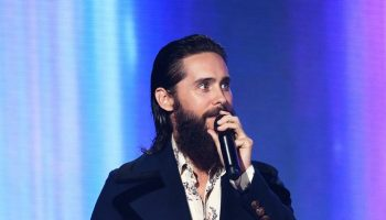 jared-leto-in-gucci-2017-american-music-awards