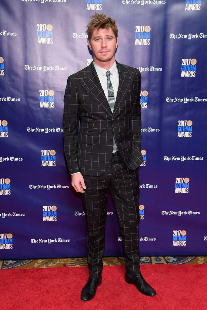 garrett-hedlund-in-dolce-gabbana-2017-gotham-independent-film-awards