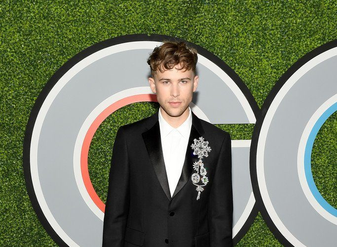 tommy-dorfman-in-burberry-2017-gq-men-of-the-year-party