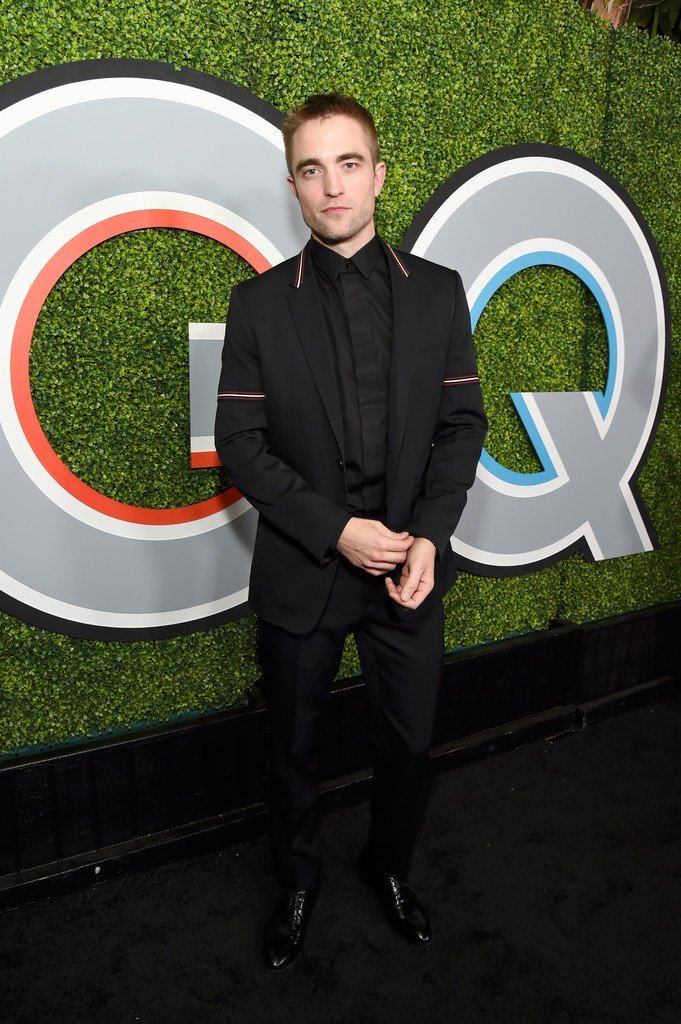 robert-pattinson-in-dior-homme-2017-gq-men-of-the-year-party