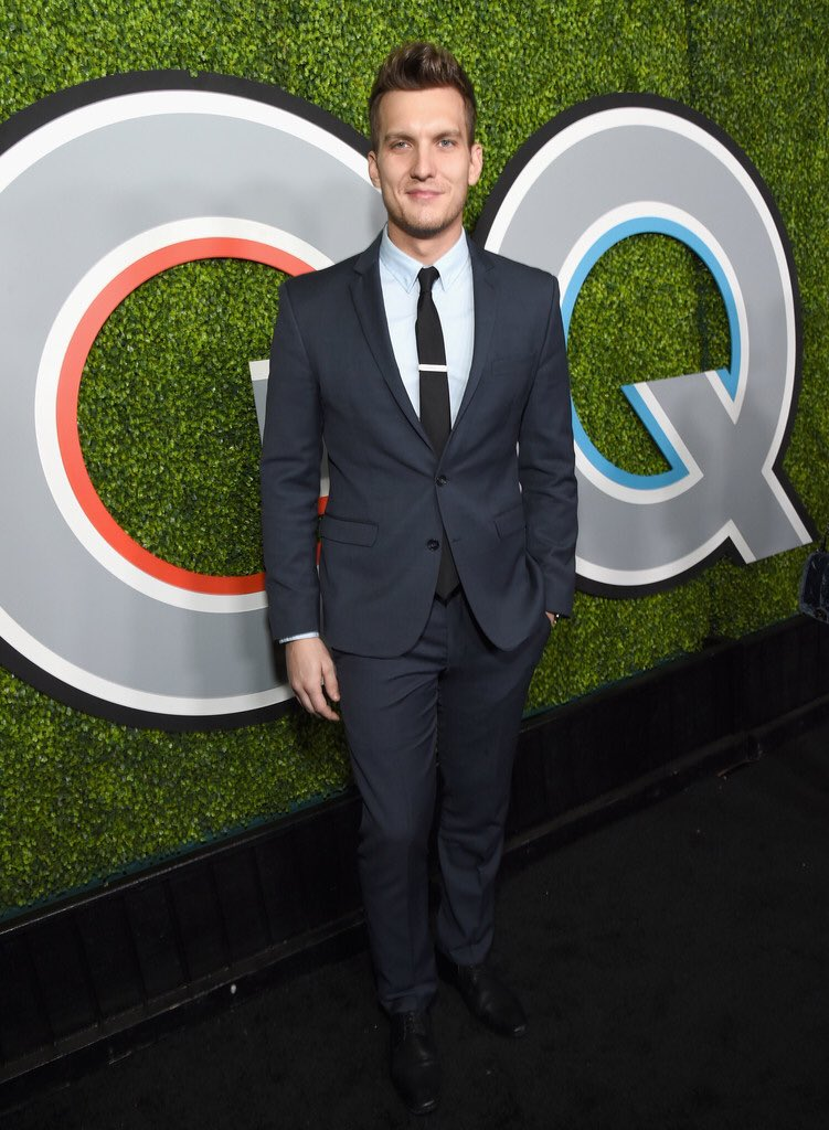 scott-michael-foster-in-kenneth-cole-2017-gq-men-of-the-year-party