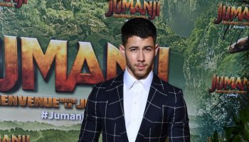 nick-jonas-in-musika-frere-jumanji-welcome-to-the-jungle-paris-premiere