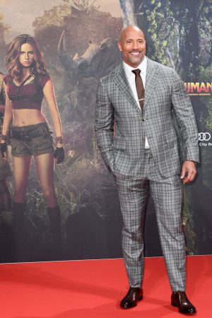 dwayne-the-rock-johnson-in-isaia-suit-jumanji-welcome-to-the-jungle-berlin-premiere