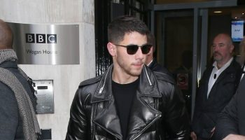 nick-jonas-in-exemplaire-jumanji-welcome-to-the-jungle-at-bbc-radio-2-in-london