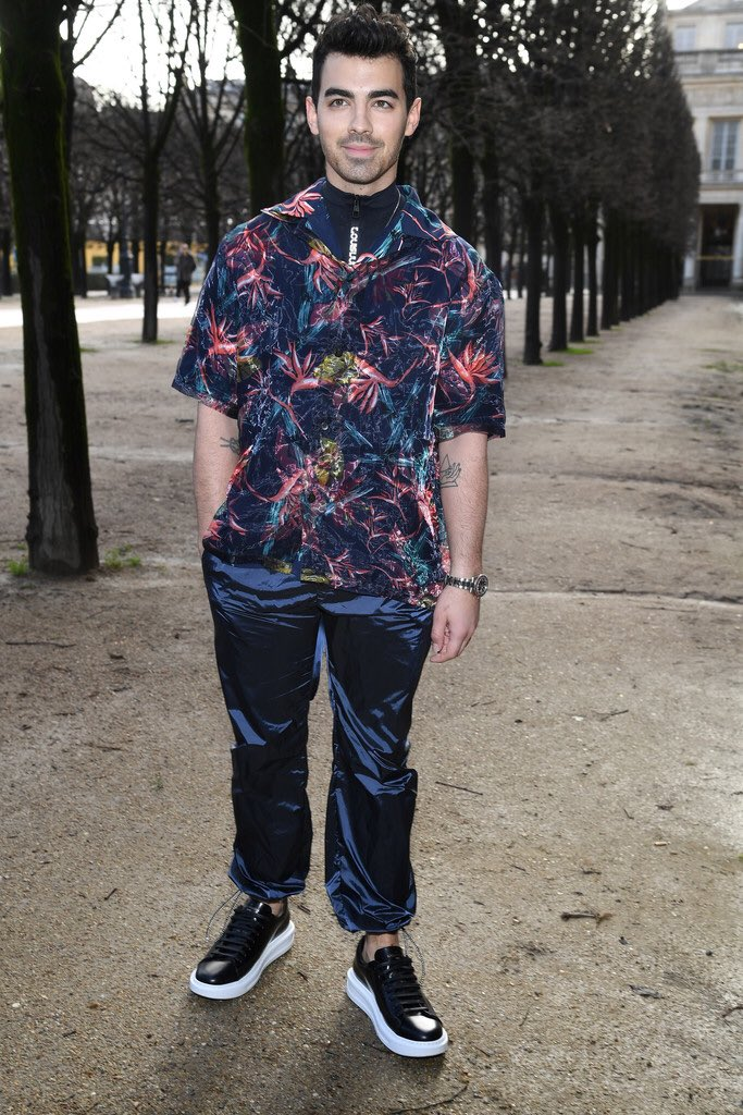 joe-jonas-in-louisvuitton-louis-vuitton-menswear-fall-winter-2018-2019