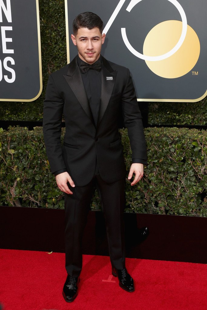 nick-jonas-in-versace-2018-golden-globe-awards