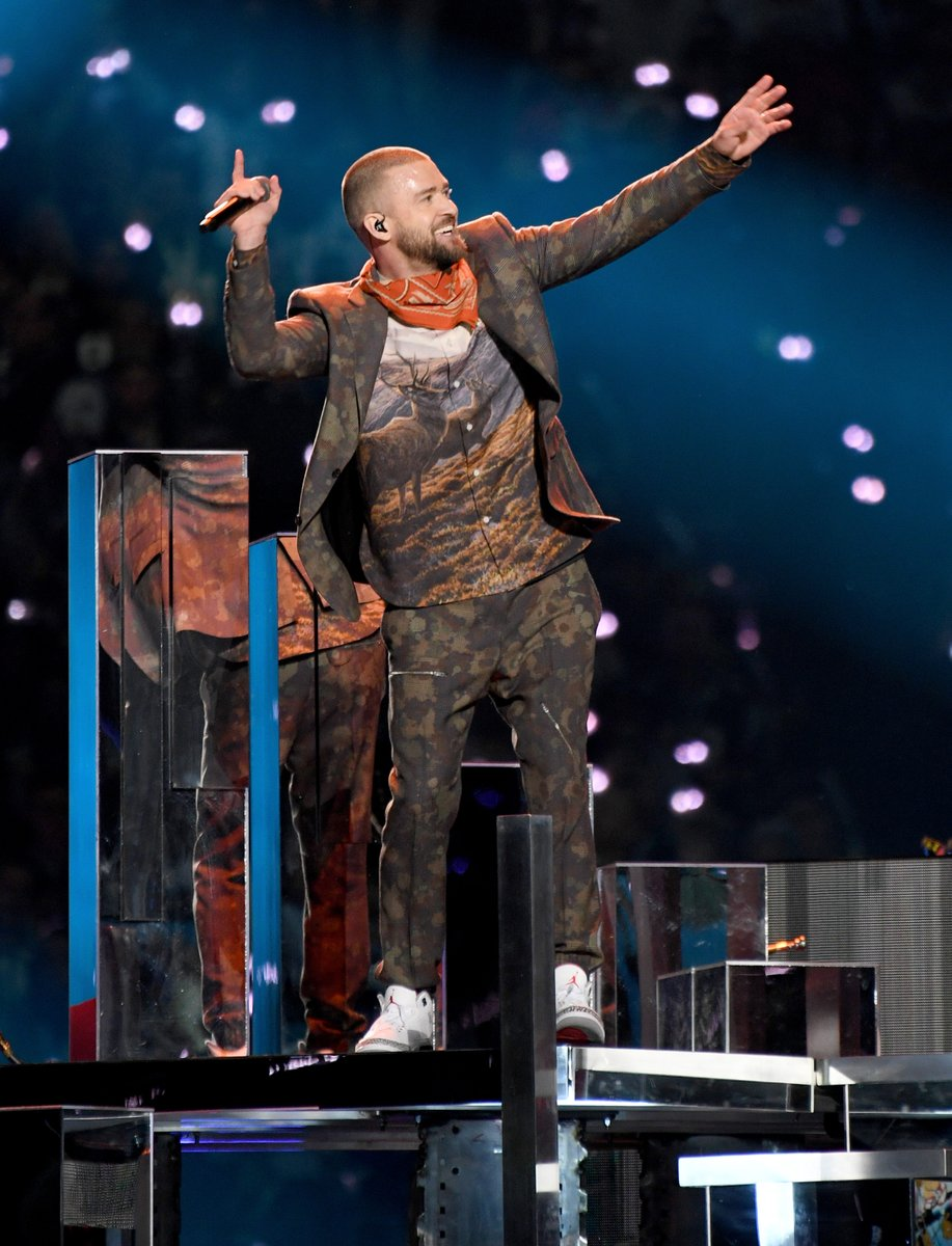 justin-timberlake-in-stella-mccartney-the-pepsi-super-bowl-lii-halftime-show