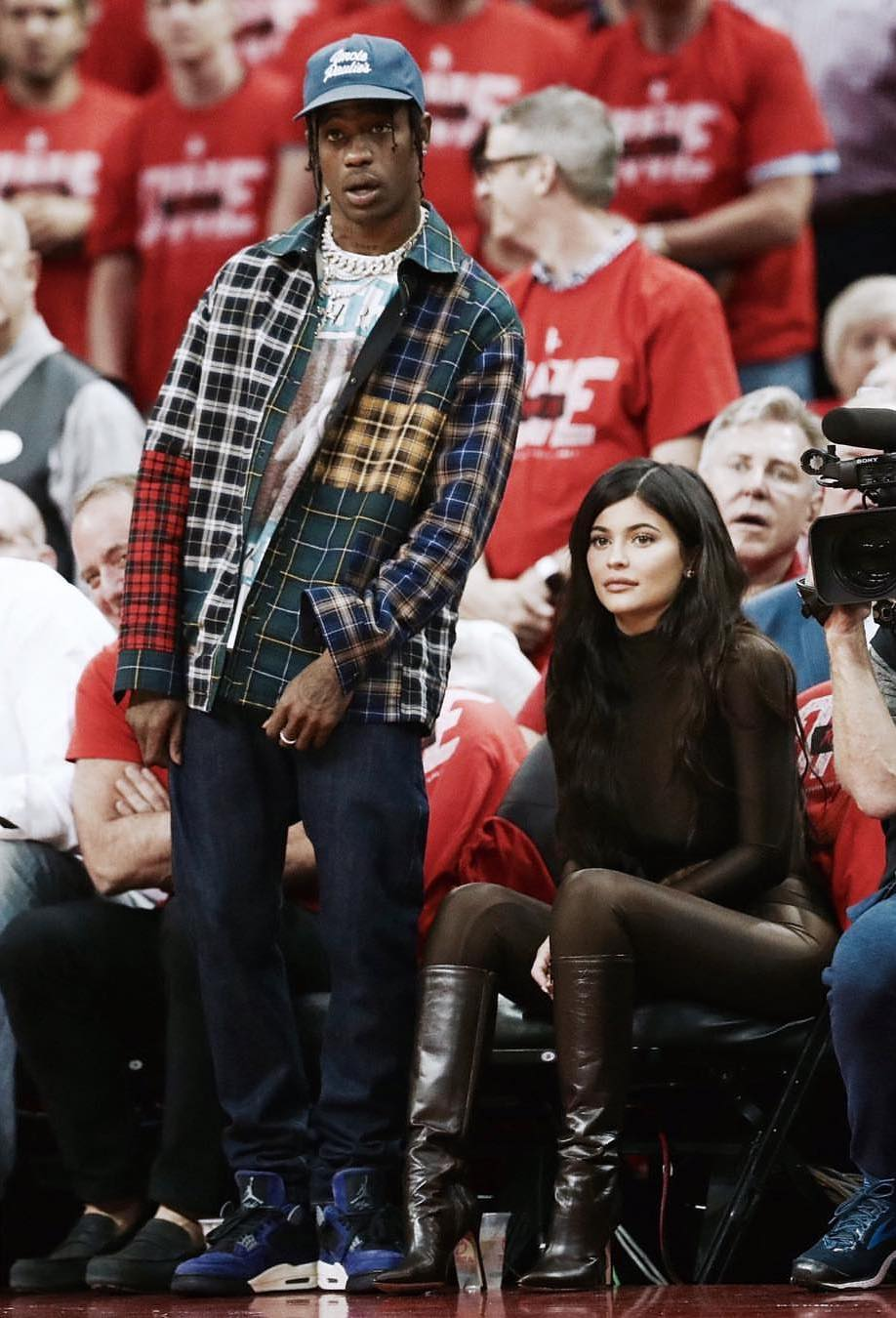 travis-scott-in-lanvin-sits-courtside-with-kylie-jenner