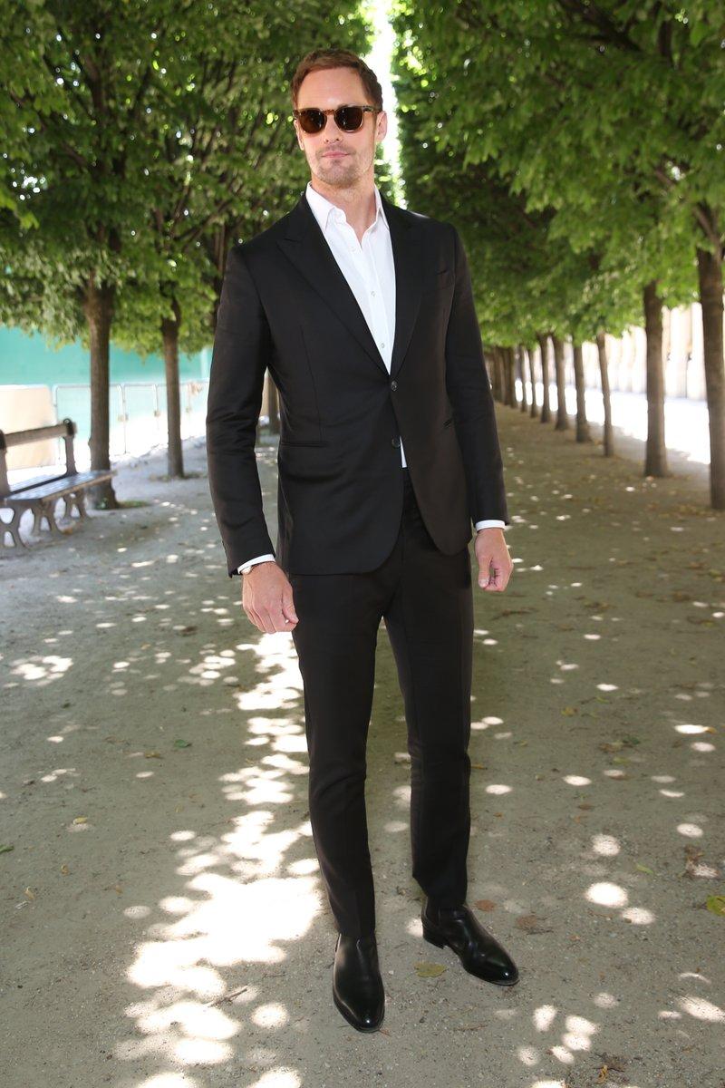 alexander-skarsgard-in-louis-vuitton-louis-vuitton-spring-summer-2019-menswear-fashion-show