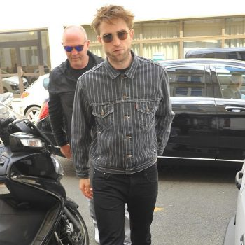 robert-pattinson-in-levis-x-supreme-christian-dior-store-in-paris
