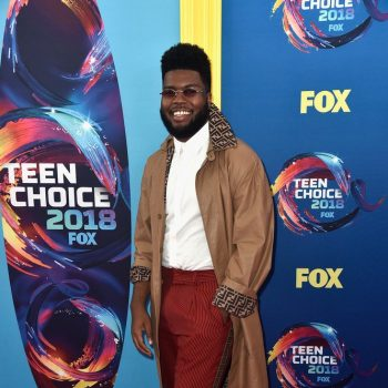 khalid-in-fendi-the-2018-teen-choice-awards