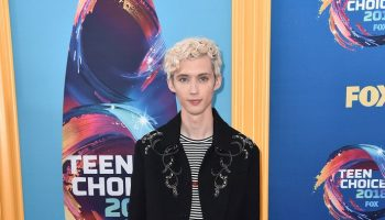 troye-sivan-in-saint-laurent-2018-teen-choice-awards