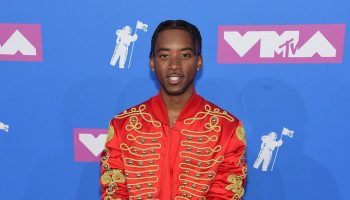 algee-smith-in-moschino-by-jeremy-scott-2018-mtv-vmas