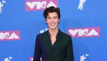 shawn-mendes-in-paul-smith-2018-mtv-video-music-awards