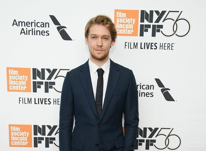 joe-alwyn-in-dior-men-the-favourite-new-york-film-festival-premiere