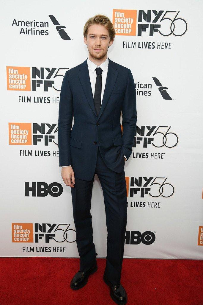 joe-alwyn-in-dior-men-the-favourite-new-york-film-festival-premiere